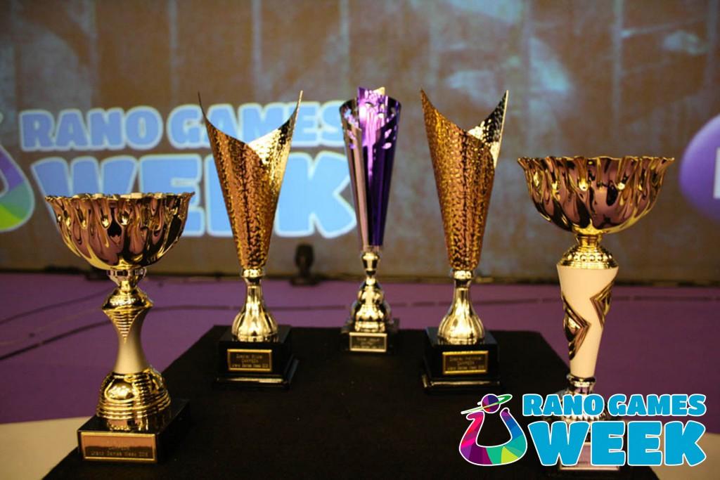 Premios Urano Games Week 2016 Evento Videojuegos y Cosplay Zaragoza